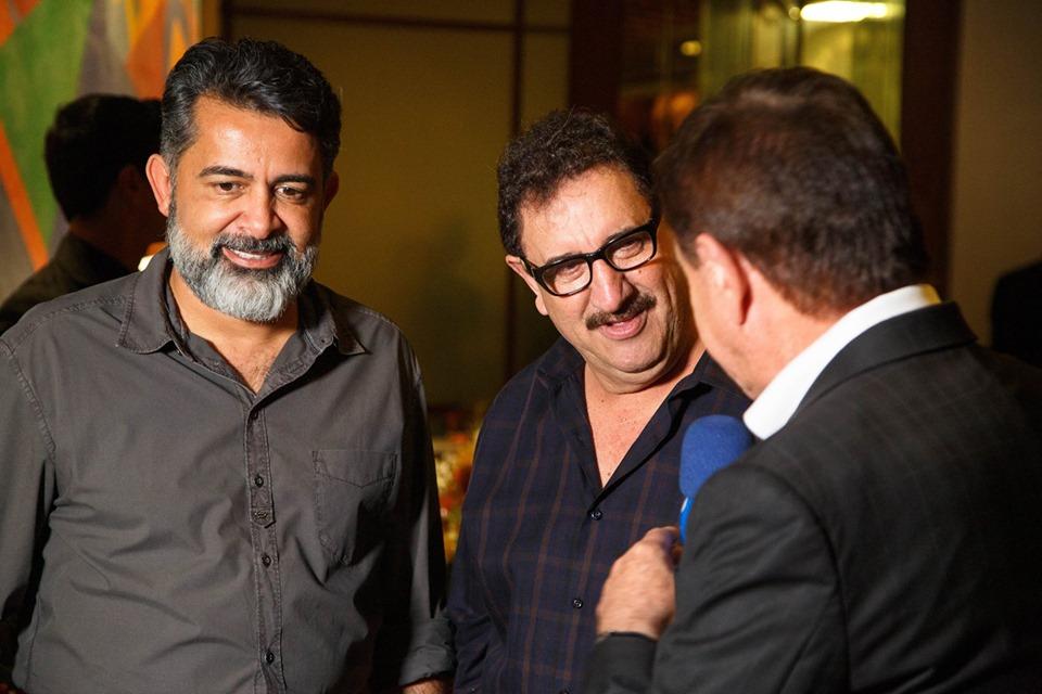 Claudio de Oliveira, Ratinho e Amaury Jr em jantar oferecido pelo grupo em São Paulo. Foto: divulgação.