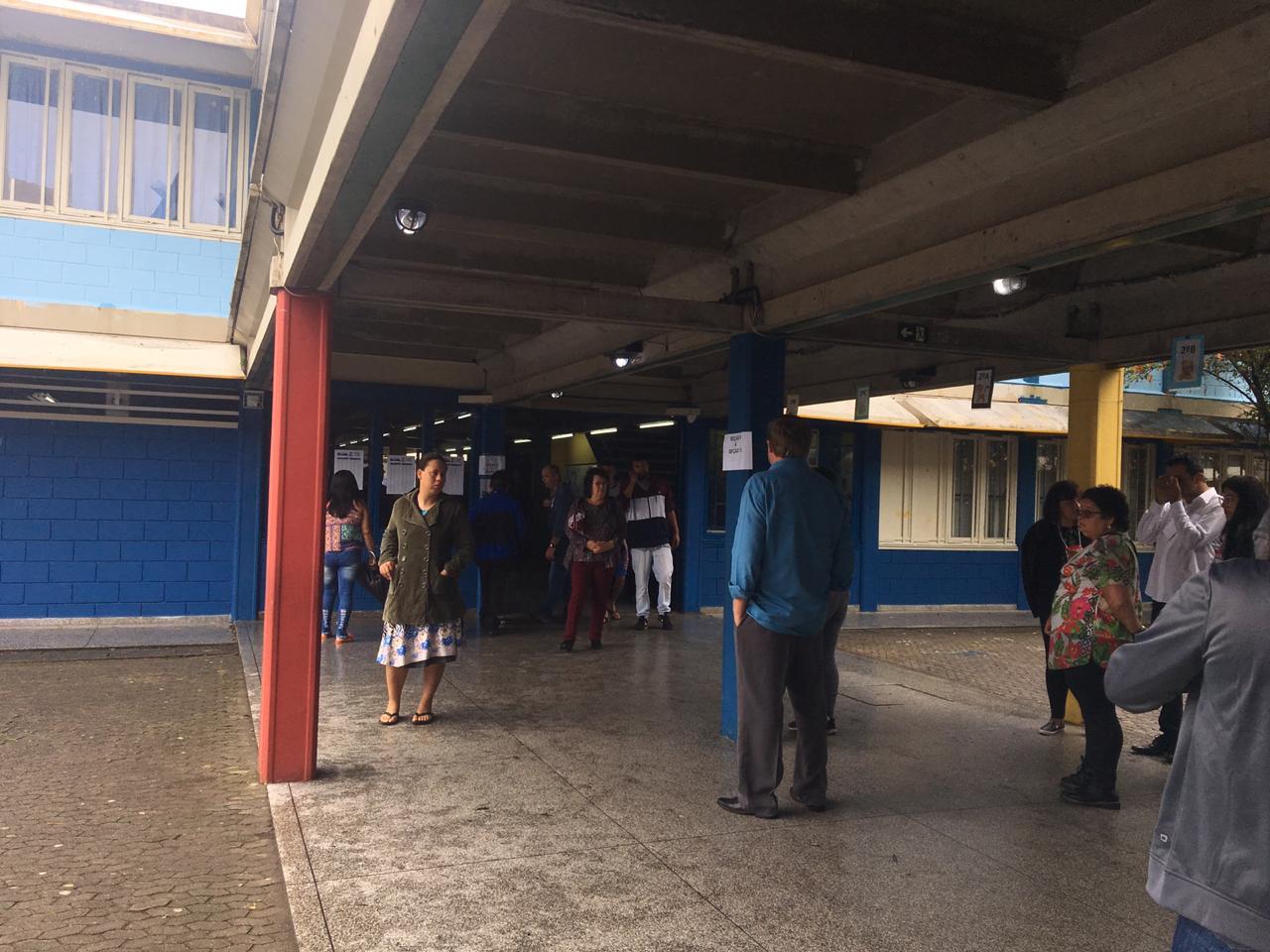 Movimento tranquilo no local de votação do Bairro Novo. Foto: Isadora Deip.