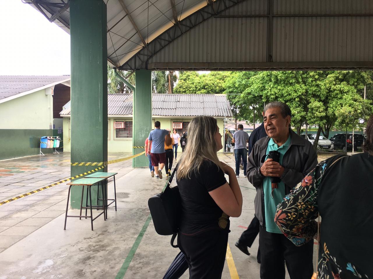 Eleitores comparecem ao local de votação na Regional Boqueirão. Foto: Andrey Ribeiro.