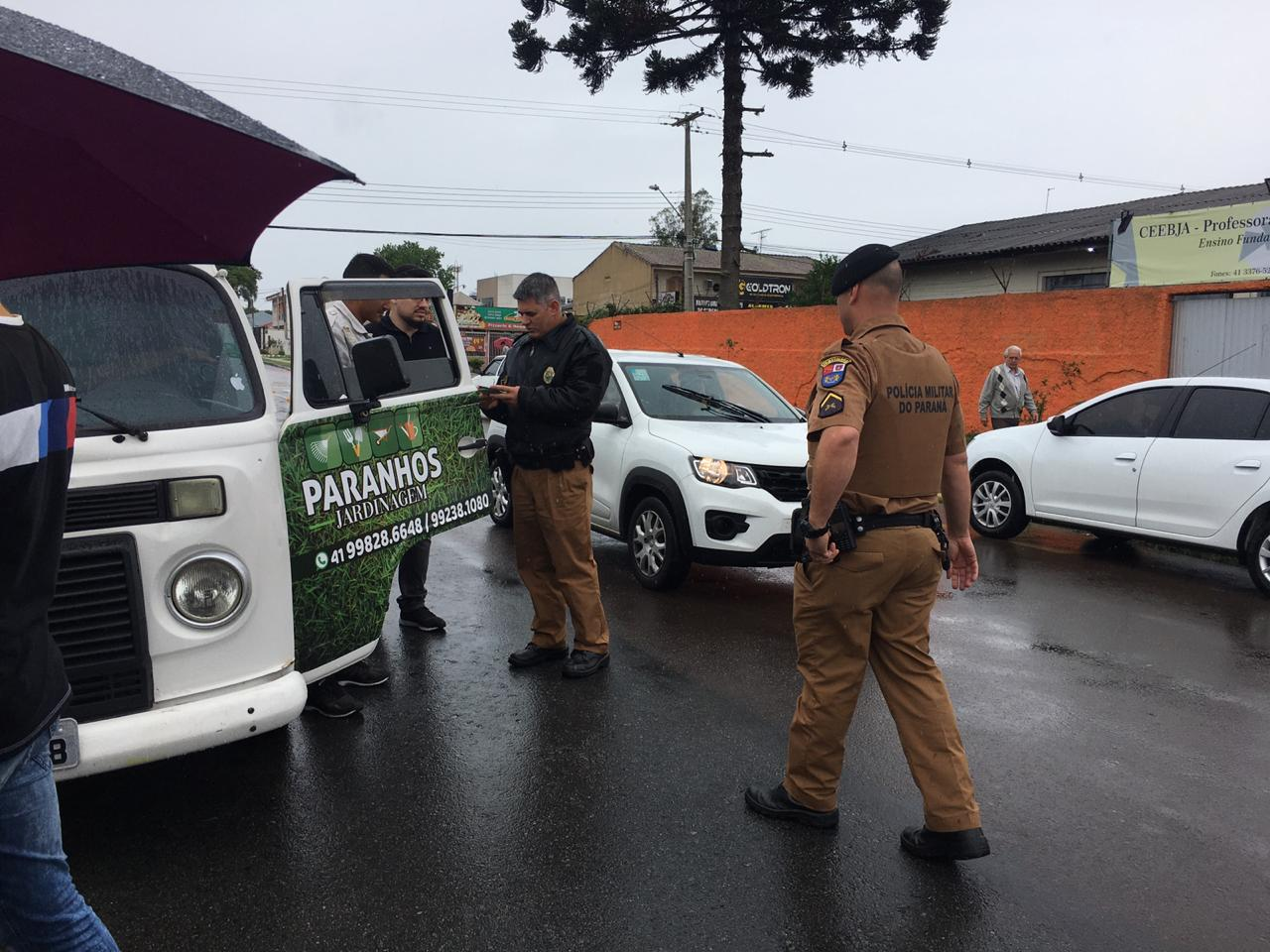 Flagrante de suspeito de transporte ilegal na Regional Boqueirão. Foto: Andrey Ribeiro.