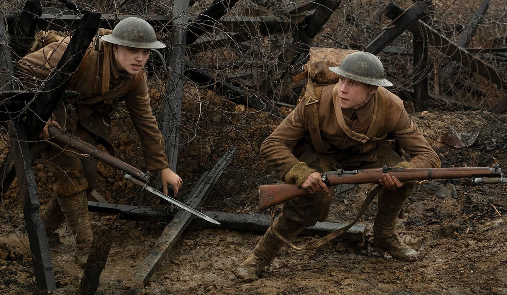1917 filme, cena de protagonistas em trincheiras