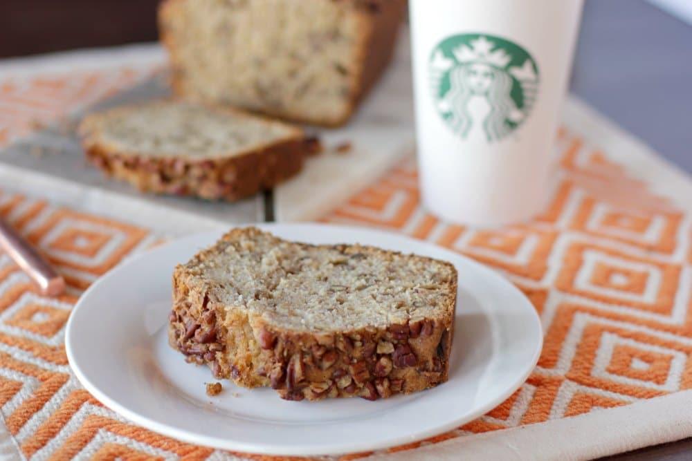 Pão de banana e cappuccino Starbucks. Agora dá para fazer em casa.