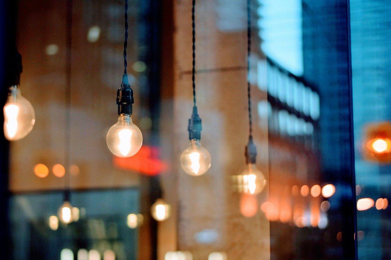 Queda da atividade comercial e industrial derrubaram consumo de energia.